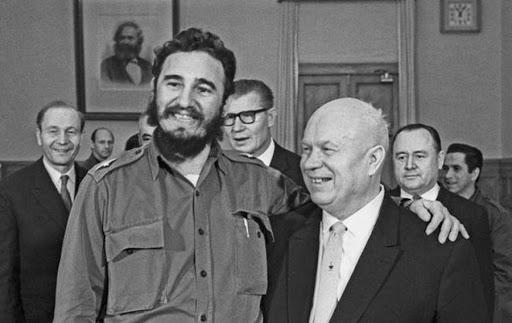 Никита Сергеевич Хрущев с Кубинским лидером, Фиделем Кастро, 1962 год.