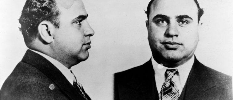 Аль Капоне, как и большинство состоятельных людей того времени, никогда не выходил на улицу в ненадлежащем виде.