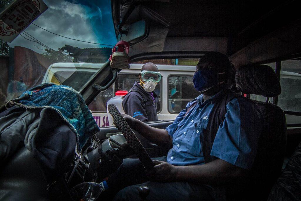 Дезинфекция улиц в Найроби, 9 мая 2020 года.