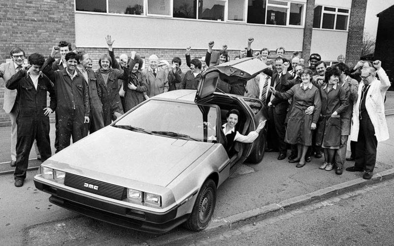 DeLorean DMC-12 возле офиса компании, 1981 год.