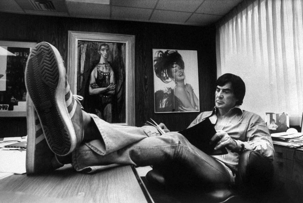 Джон ДеЛореан у себя в офисе, 1974 год.