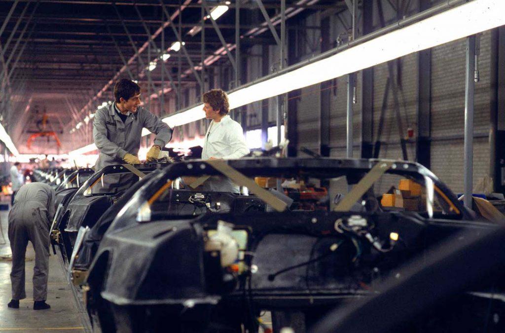 Производственная линия DeLorean Motors, 1981 год.