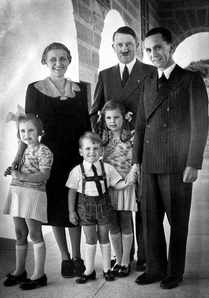 Семья Геббельсов с Адольфом Гитлером