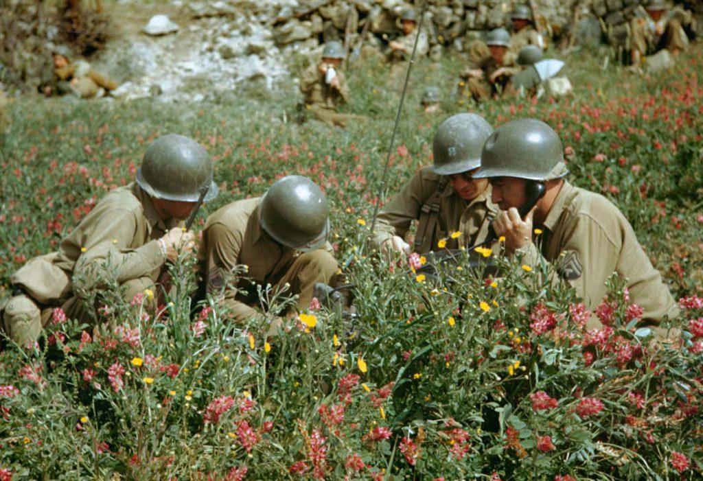 Американские солдаты налаживают связь, Долина Лири, Итальянская кампания, Вторая мировая война 1944 год.