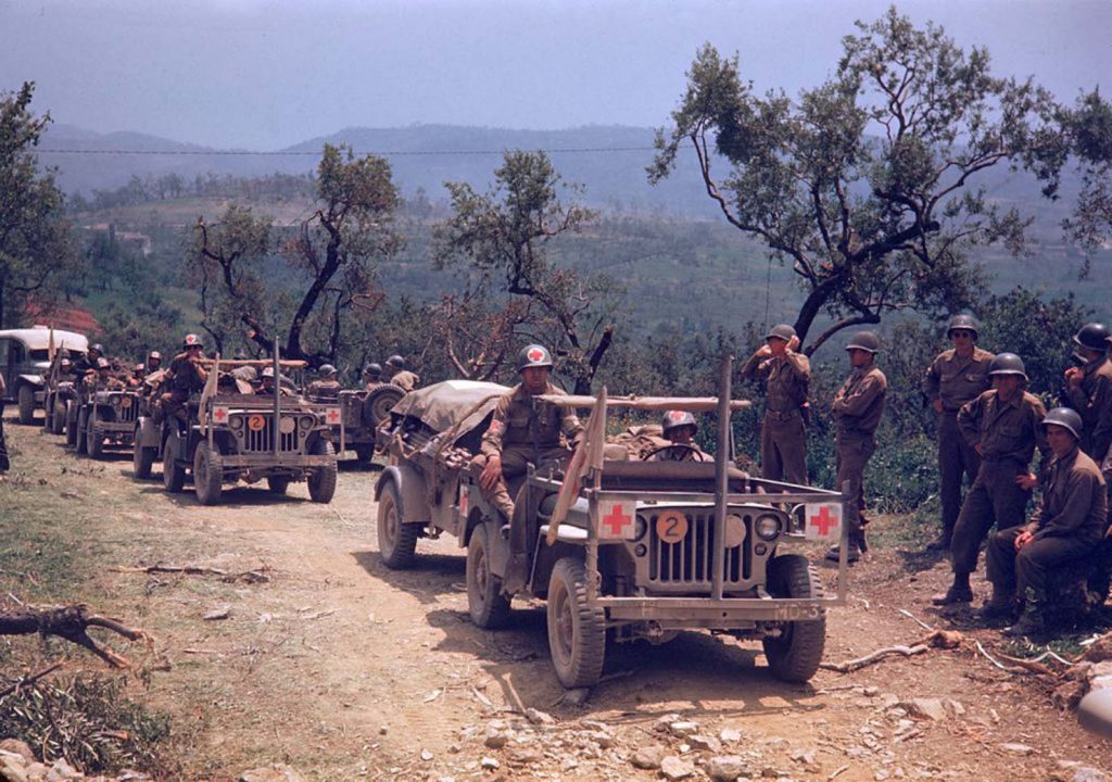 Колонна американских медицинских машин, Итальянская кампания, Вторая мировая война 1944 год.
