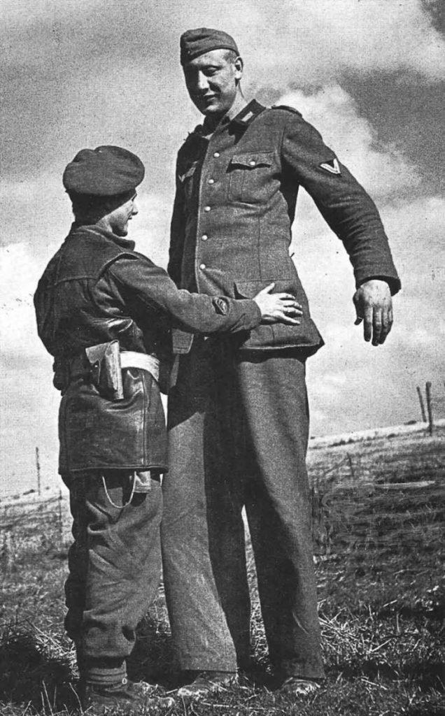 Сдача в плен 38-летнего Якоба Накена, Кале, Франция, 1944 год.