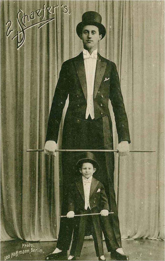 Накен в возрасте 17 лет в цирке.