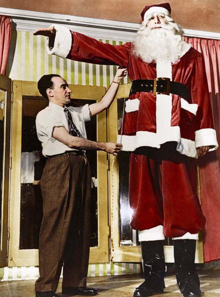 В декабре 1949 года он работал Санта-Клаусом.