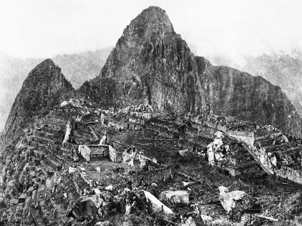На этой фотографии, сделанной в 1911 году, когда археолог Йельского университета Хайрам Бингхэм впервые приехал на место, руины Мачу-Пикчу покрыты джунглями.