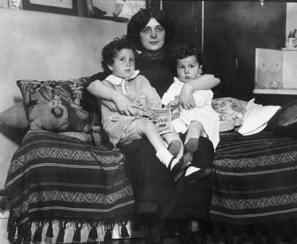 Мишель и Эдмон Навратиль с матерью Марчеллой