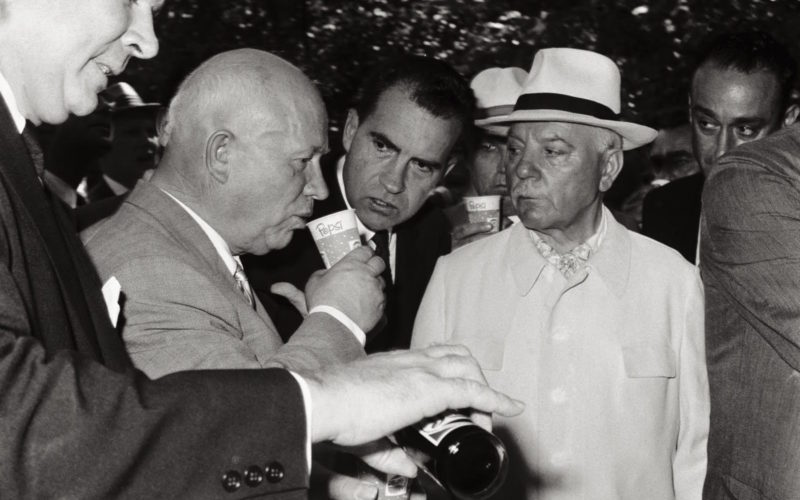 Никита Хрущев пробует Пепси
