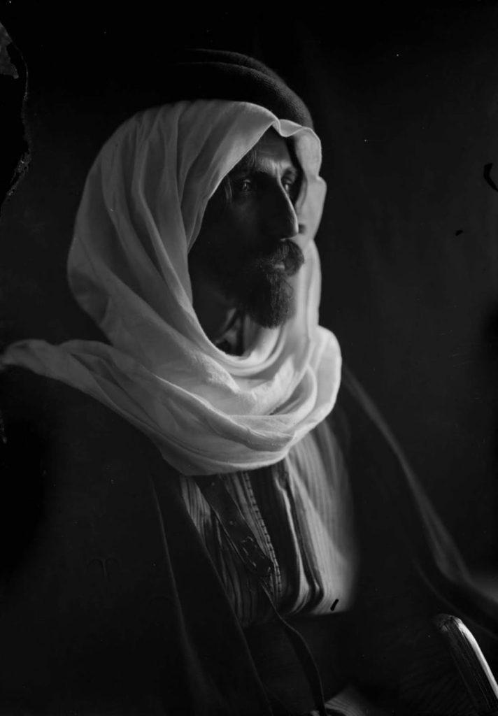 Основным источником дохода для этих людей было налогообложение караванов и дани, взимаемой с поселений, не принадлежащих бедуинам.