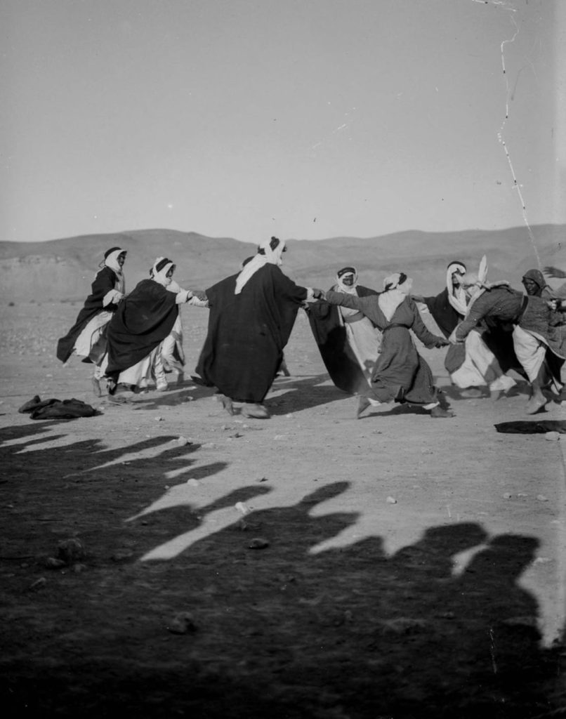 Танцы во время свадебного торжества, 1898 год.