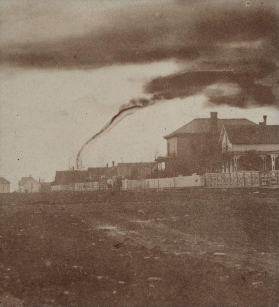 Фотография А. А. Адамса торнадо в Гарнетте, штат Канзас, 26 апреля 1884 год