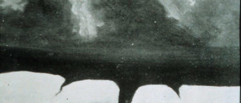 Фотография торнадо в Говарде, штат Южная Дакота, предположительно, 28 августа 1884 года / National Geographic.