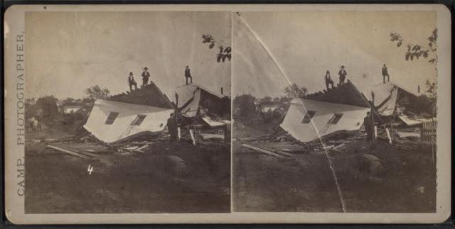 Стереоскопический взгляд Д.С. Кэмпа на последствия торнадо в Уоллингфорде, штат Коннектикут, 9 августа 1878 год