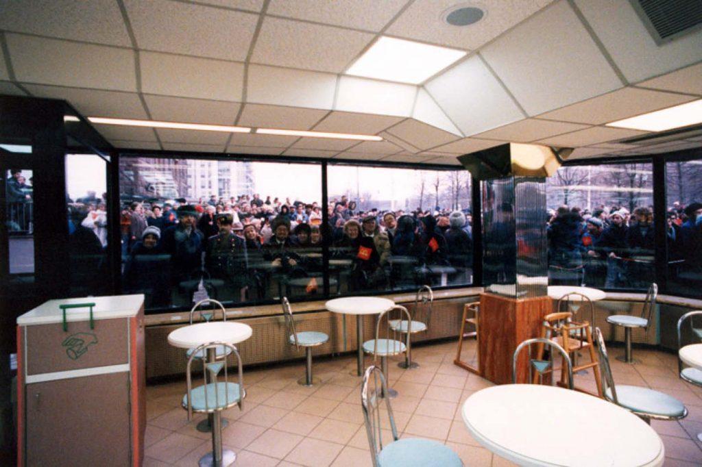 План строительства впервые был предусмотрен, когда Джордж Кохон, основатель и генеральный директор McDonald's Canada, встретился с советскими чиновниками на летних Олимпийских играх 1976 года в Монреале.