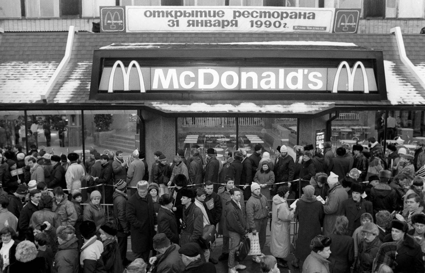 31 января 1990 года первый советский Макдональдс открылся в Москве. Первый Макдональдс в Советском Союзе.
