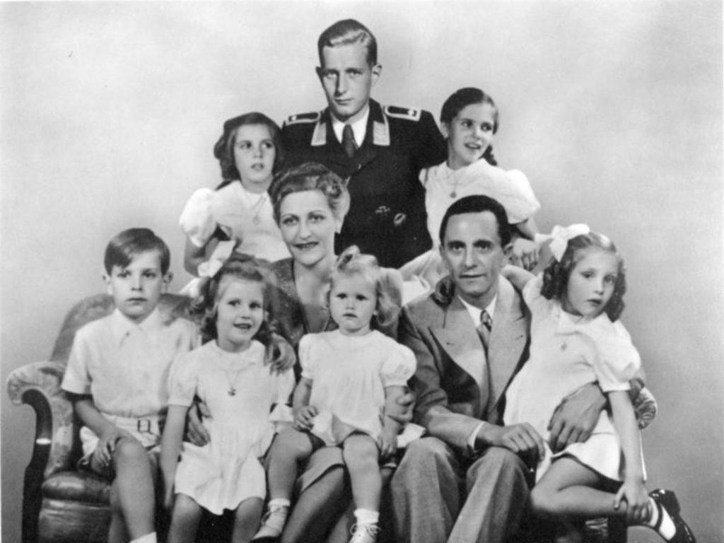Хельга Геббельс с семьей