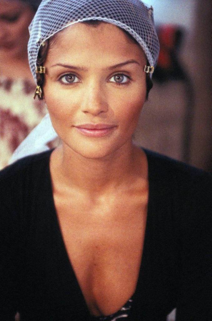 Хелена Кристенсен, за кулисами на Неделе высокой моды Chanel, июль 1993 года. Супермодели девяностых.