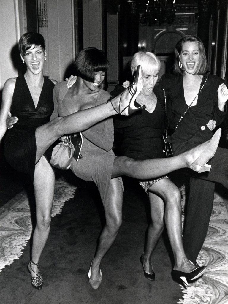 Супермодели девяностых Линда Евангелиста, Наоми Кэмпбелл, Полли Меллон и Кристи Тарлингтон на шестом ежегодном фестивале Fashion Group International «Night of 100 Stars», октябрь 1989 г.
