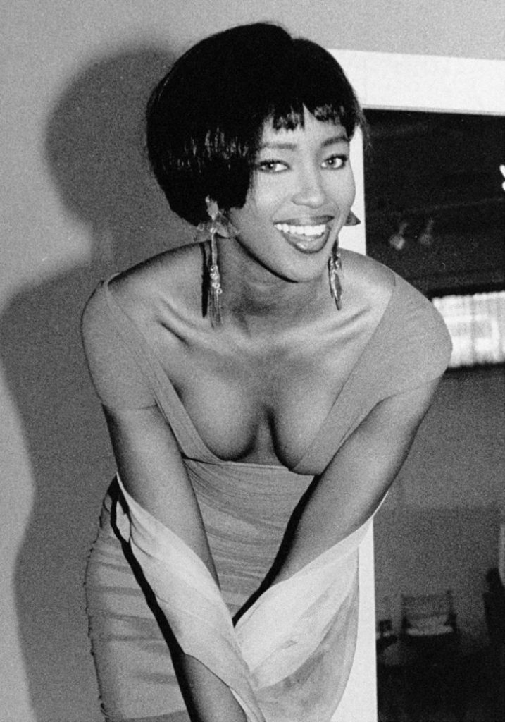 Наоми Кэмпбелл на мероприятии, 11 января 1990 года. Супермодели девяностых.