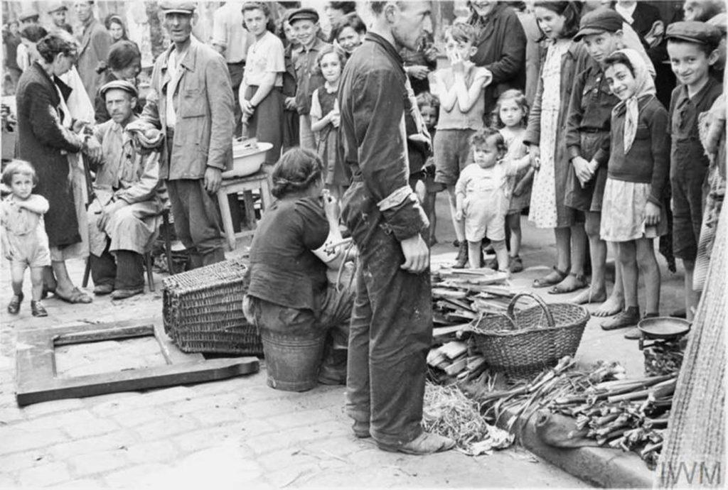Овощной уличный рынок, Варшавское Гетто, Польша, 1941 год.