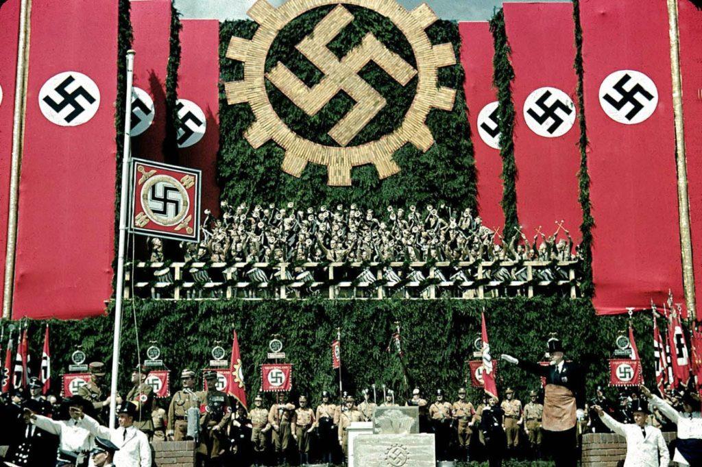 Торжественная церемония Volkswagen Works, недалеко от Вольфсбурга, 1938 год. Вермахт - редкие цветные фотографии.