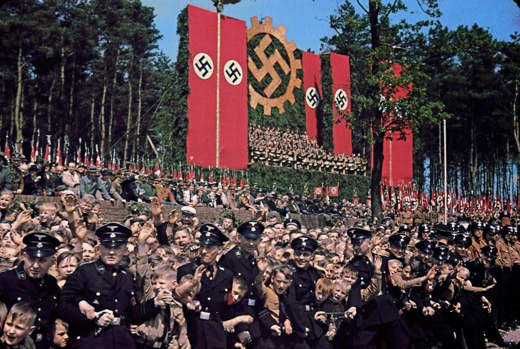 Фотография с церемонии основания Volkswagen Works, недалеко от Вольфсбурга, 1938 год. Вермахт - редкие цветные фотографии.
