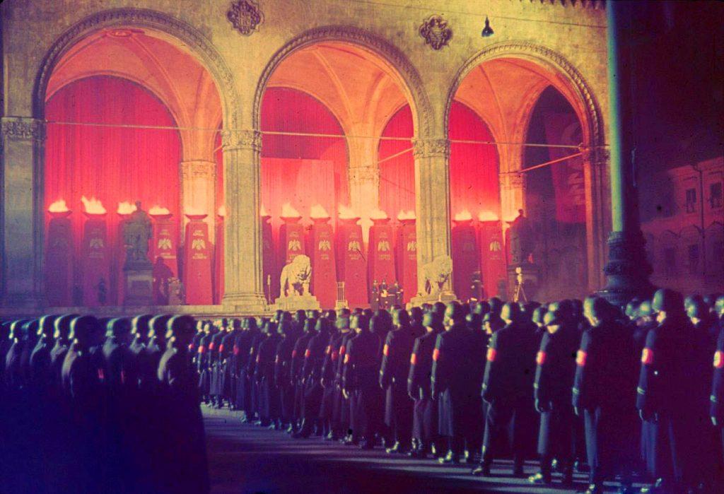 Ежегодная полночь приведения к присяге солдат СС в Фельдхеррнхалле, Мюнхен, 1938 год.