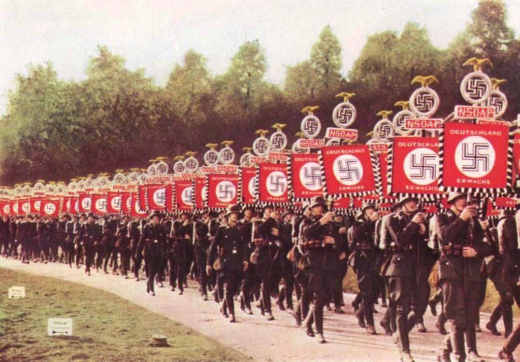 Обряды Вермахта считались искусством. Вермахт - редкие цветные фотографии.