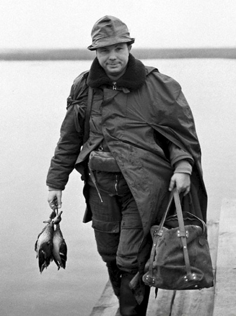 Юрий Алексеевич, на рыбалке.