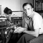 Юрий Гагарин дома с женой, СССР.