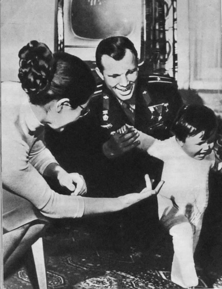 Галочка Гагарина делает первые шаги, 1962 год.