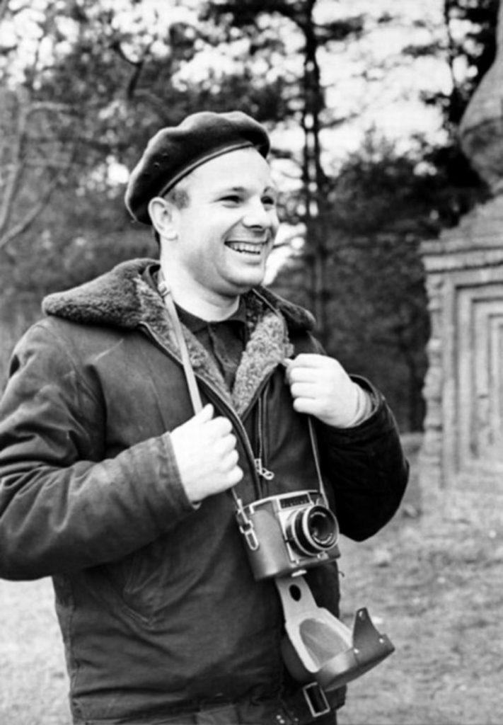 Юрий Алексеевич с фотоаппаратом, СССР, 1965 год.