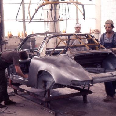Подгонка силовых элементов кузова на модели Targa, 1970 год.