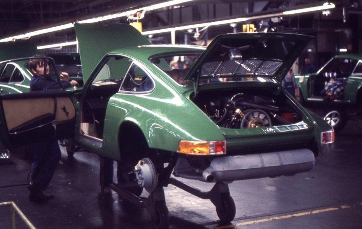 Сборка близится к завершению, Завод Porsche в Цуффенхаузене, 1970 год .