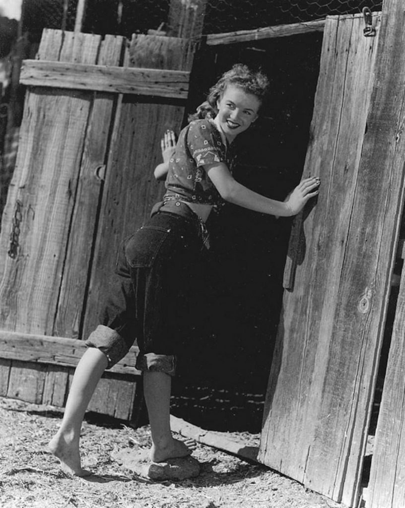Норма Джин до того, как стать Мэрилин Монро.