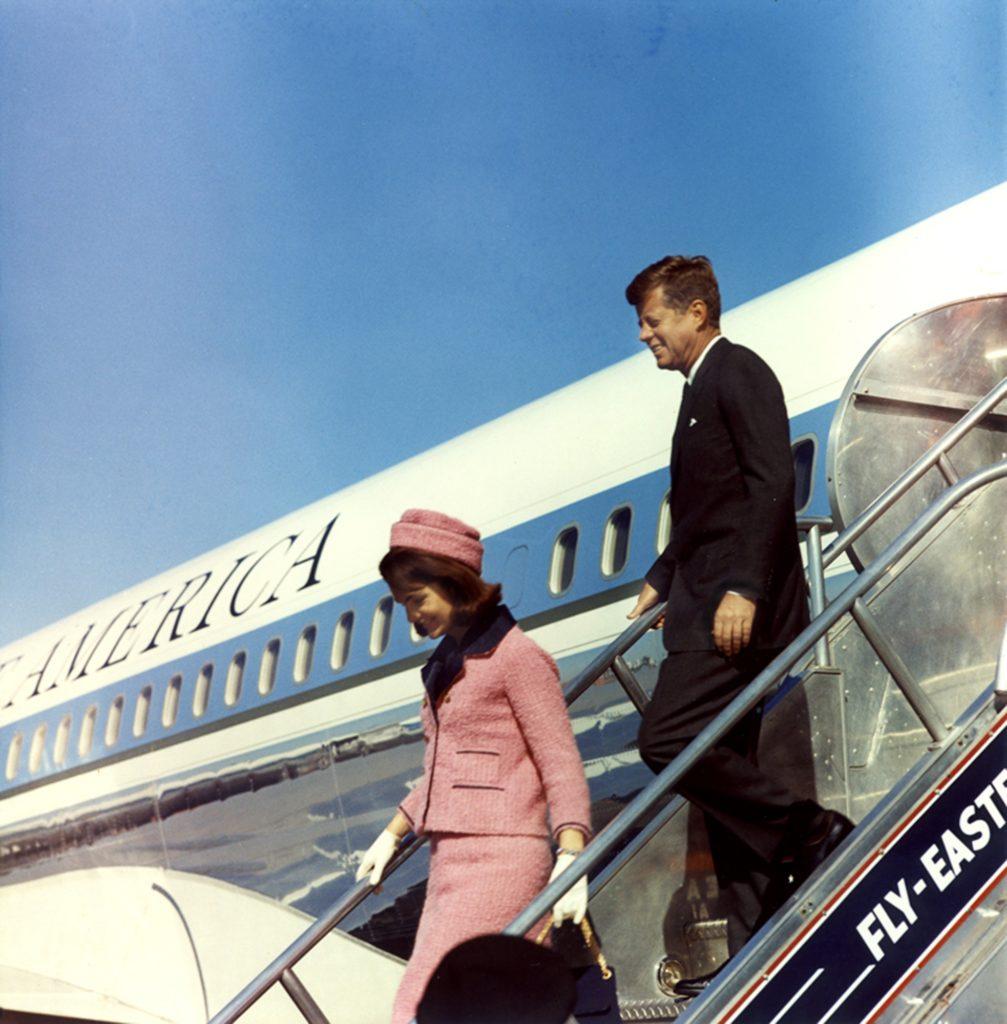 Джон и Жаклин Кеннеди в роковой день покушения.