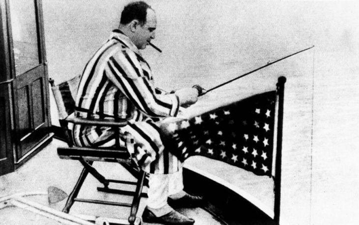 Аль Капоне ловит рыбу на своей яхте на побережье Флориды. Источник: Archiv Gerstenberg/Ullstein Bild/Getty Images