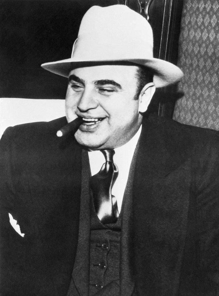 Аль Капоне в строго охраняемом поезде, по пути в федеральную тюрьму. Источник: Bettmann / Getty Images