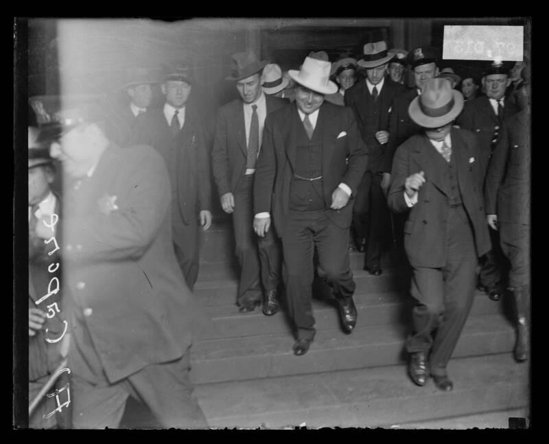 Аль Капоне покидает федеральный суд в 1931 году, во время его длительного судебного разбирательства за уклонение от уплаты налогов. Источник: Chicago Sun-Times/Chicago Daily News collection/Chicago History Museum/Getty Images