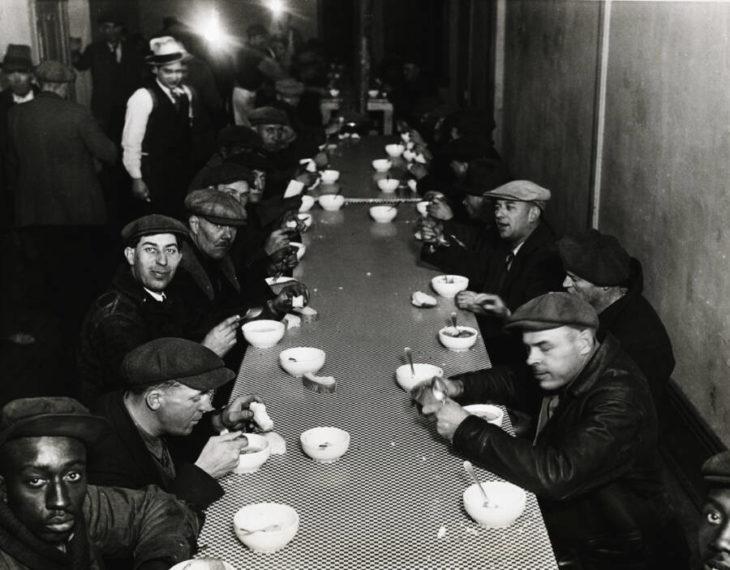 Суповая кухня Капоне каждый день наполнялась благодарными гражданами. Источник: George Rinhart/Corbis/Getty Images