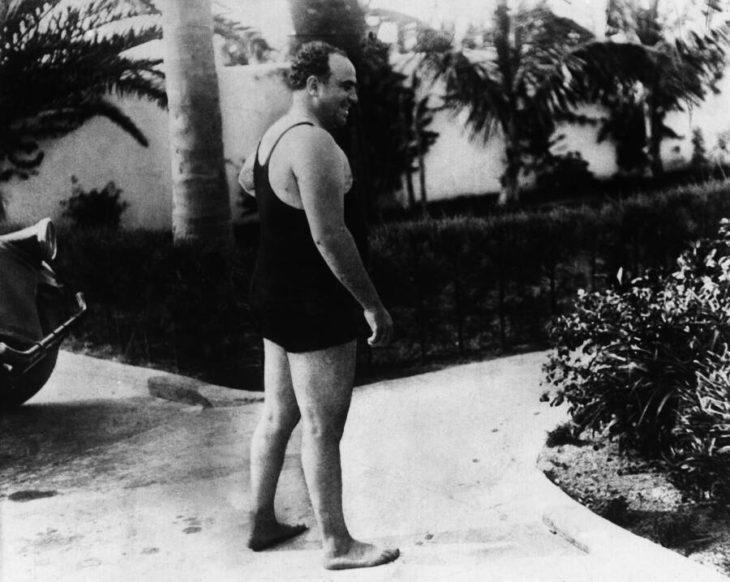 Последние годы Капоне состояли из рыбалки, бредовых разговоров с давно умершими друзьями и охоты на бабочек с внуками. Источник: Ullstein Bild / Getty Images