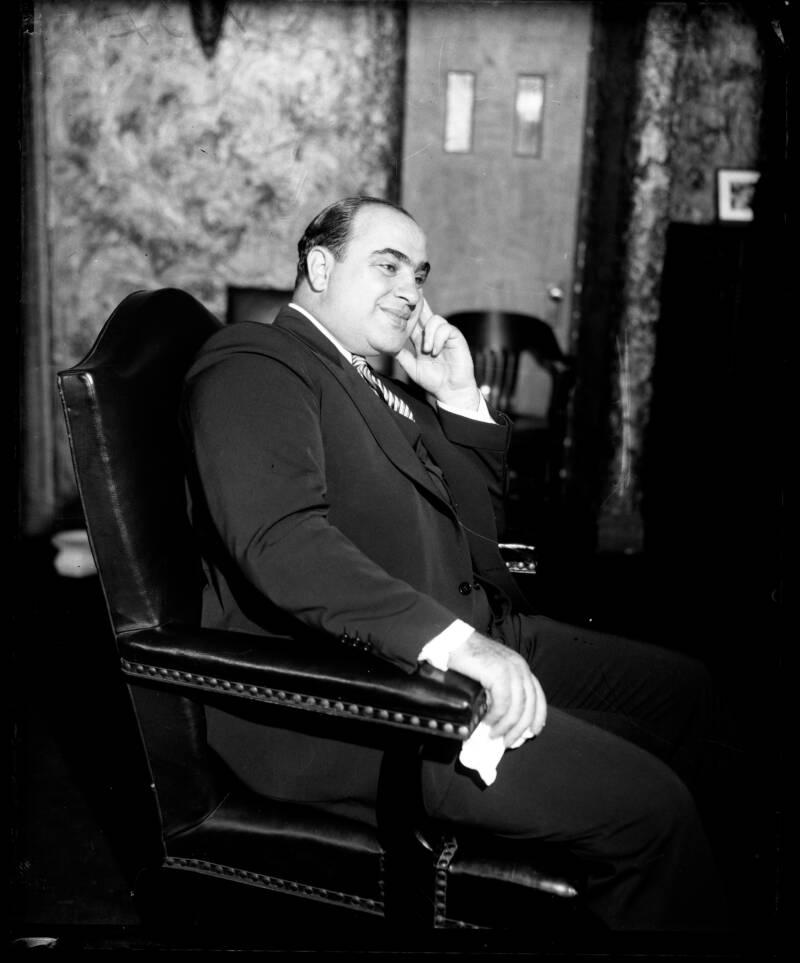 Аль Капоне выглядит беззаботно перед тем, как попасть в тюрьму. Октябрь 1931 года. Источник: Herald Examiner/Chicago Tribune historical photo/Tribune News Service/Getty Images