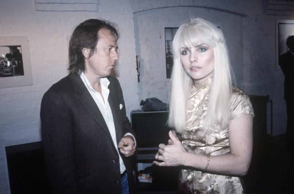 """Вокалистка """"Blondie"""" - Дебора Харри с Брайаном Арисом - Лондон - май 1982 года."""