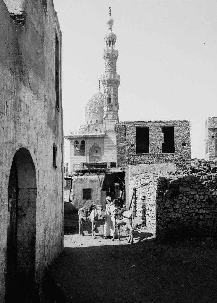 Возле мечети Кайт-Бей, 1900 год. Источник: Library of Congress