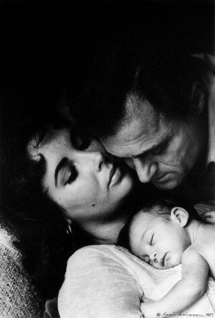 Элизабет Тейлор с третьим мужем Майком Тоддоми и их дочь Элизабет «Лиза» Фрэнсис, 1957 год.