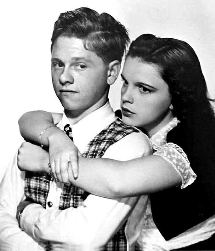 "Фотография к афише фильма """"Любовь находит Энди Харди"" (1939), Микки Руни и Джуди Гарлэнд. Источник: Clarence Bull/Wikimedia Commons"