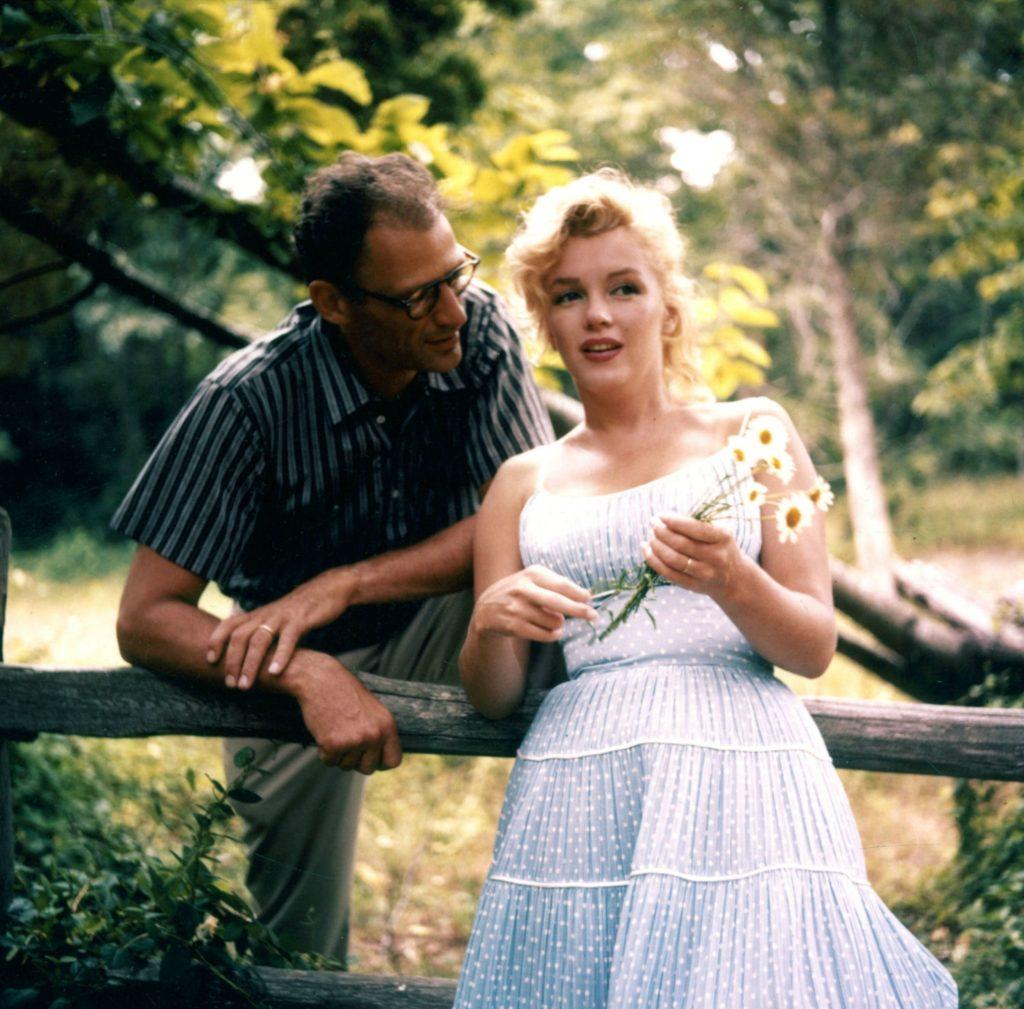 Фото супругов в деревне Амагансетт. 1957 год. Источник: Sam Shaw